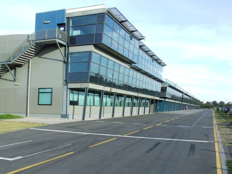 File:Melbourne Grand Prix Circuit pit building.jpg