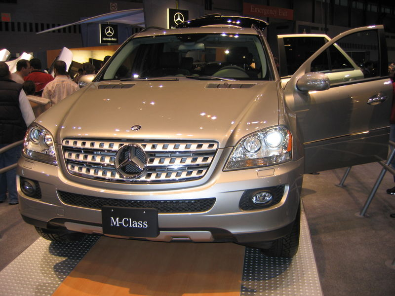 File:Mercedes M-Class at a carshow in Chicago 2005.jpg